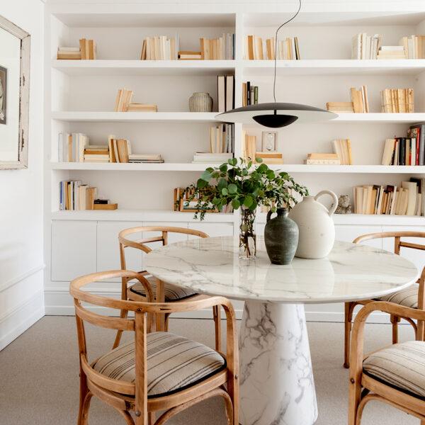 2021-03-18_Interiorismo-piezas-especiales_Casa-NZ_libreria-comedor-iluminacion-Marset-Poulsen-Thonet_Natalia-Zubizarreta-decoradores